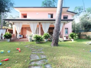 3 bedroom Villa in Forte dei Marmi, Tuscany, Italy : ref 5537825