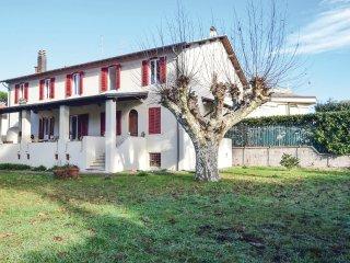 5 bedroom Villa in Lido di Camaiore, Tuscany, Italy : ref 5537537