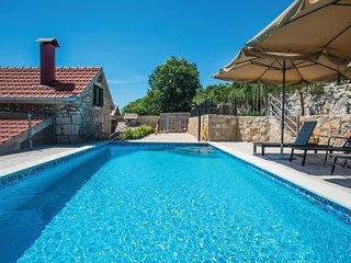 3 bedroom Villa in Pojatine, Splitsko-Dalmatinska Zupanija, Croatia : ref 553740