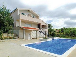 3 bedroom Villa in Zagvozd, Splitsko-Dalmatinska Zupanija, Croatia : ref 5537402