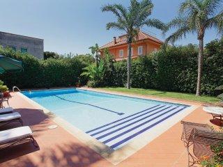 2 bedroom Villa in Lido di Mondello, Sicily, Italy : ref 5536563