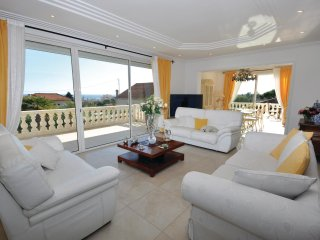 4 bedroom Villa in Golfe-Juan, Provence-Alpes-Côte d'Azur, France : ref 5536543