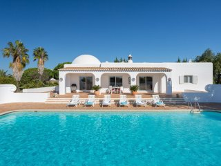 4 bedroom Villa in Alporchinhos, Faro, Portugal : ref 5536444