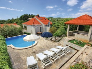 3 bedroom Villa in Korčula, Dubrovačko-Neretvanska Županija, Croatia : ref 55363