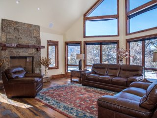 Luxury Mountain Home with Gorgeous Mountain Views and Hot Tub, Near Skiing!