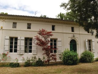 13 bedroom Villa in Saint-Front-de-Pradoux, Nouvelle-Aquitaine, France : ref 553