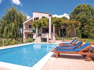 4 bedroom Villa in Susnjari, Splitsko-Dalmatinska Zupanija, Croatia : ref 553596