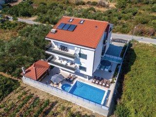 8 bedroom Villa in Barutana, Splitsko-Dalmatinska Županija, Croatia : ref 553585