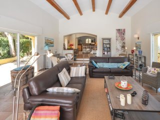 5 bedroom Villa in L'Église, Provence-Alpes-Côte d'Azur, France : ref 5535569