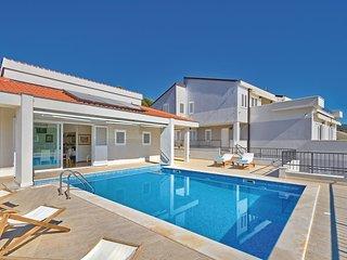 7 bedroom Villa in Podgreben, Šibensko-Kninska Županija, Croatia : ref 5535011