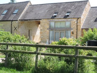 Peaceful Cotswold 5* Farm Cottage for 2 with Great Rural Views
