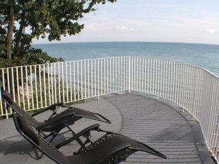 PRIVATE BEACH / LAKE ERIE RETREAT