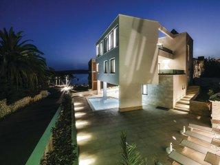 7 bedroom Villa in Trogir, Splitsko-Dalmatinska Županija, Croatia : ref 5533303
