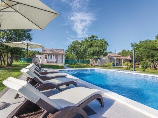 2 bedroom Villa in Pula, Istria, Croatia : ref 5533147