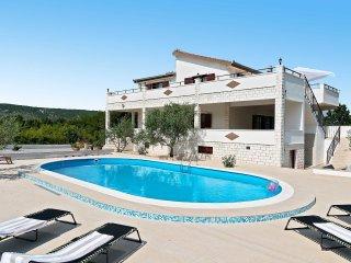 4 bedroom Villa in Prapatnica, Splitsko-Dalmatinska Zupanija, Croatia : ref 5532