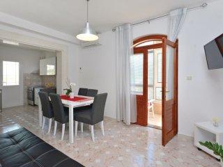 3 bedroom Apartment in Šine, Splitsko-Dalmatinska Županija, Croatia : ref 553256