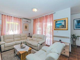 4 bedroom Villa in Srima, Šibensko-Kninska Županija, Croatia : ref 5526735