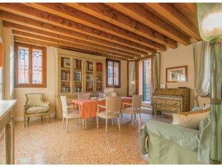 2 bedroom Apartment in Sestiere di Cannaregio, Veneto, Italy : ref 5523814