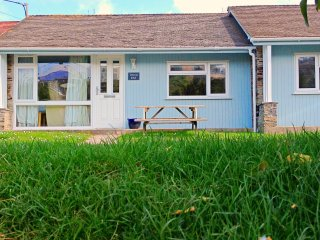 Waves End - Lovely  2 bedroom beach cottage only 50 meters from the beach