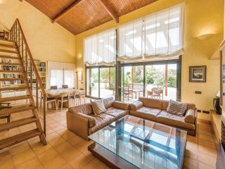 7 bedroom Villa in Bas, Catalonia, Spain : ref 5523172