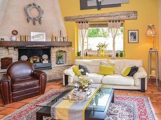 4 bedroom Villa in Orgon, Provence-Alpes-Cote d'Azur, France : ref 5522407