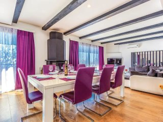 6 bedroom Villa in Jurkusa, Licko-Senjska Zupanija, Croatia : ref 5521629