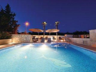 2 bedroom Villa in Novalja, Licko-Senjska Zupanija, Croatia : ref 5521531