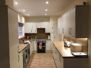 Well equipped kitchen with Fridge/Freezer, washing machine, dishwasher, microwave & Cooker