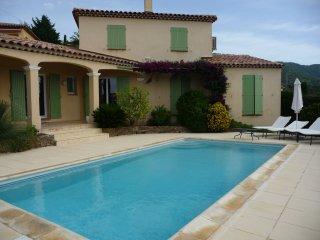 Villa calme avec piscine, jardin et belle vue mer