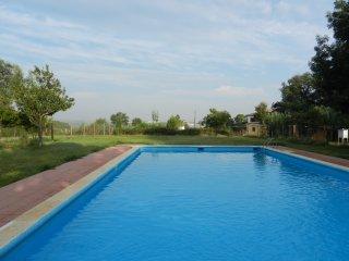 Girona  5 Km. Alojamiento para dos, comodo, amplio, luminoso, acogedor, equipado