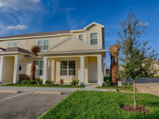 (1611-RETREAT) Stunning Pool Home, Clubhouse/ Communal Pool, Disney 15 mins