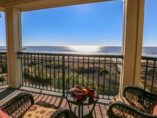 Retreat to this Oceanfront, Penthouse-Level Luxury Condo with Beach Access & Com