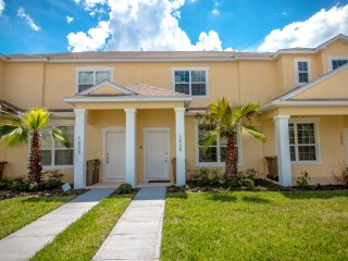 (1525-SEREN) Gorgeous Town Home with Pool, Clubhouse/Gym/Communal Pool
