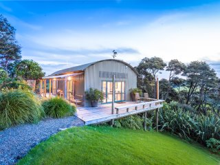 Kaka Ridge Retreat B&B - views, privacy Tawharanui Peninsula Matakana