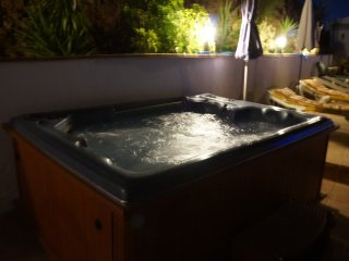 The Tempting Jacuzzi At Vine Ridge Retreats