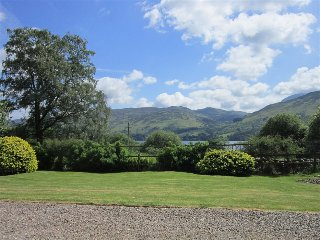 Ardveich House, Lochearnhead - Fantastic Loch Views (sleeps 10)