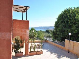 Trilocale con ampia veranda vista mare a 100 metri dal mare di Porto Miggiano