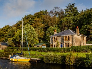 Shelbourne Lodge, Crinnan canal views/location, private garden, pet friendly.