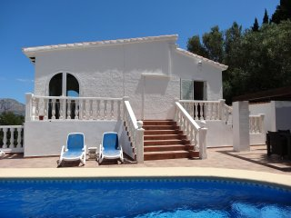 6 sun loungers and pol towels provided.
