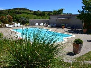 Maison de caractere 11 personnes pres Carcassonne vue Pyrenees