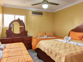 Comfort Two Bedroom One Bathroom  Apartment - Free Premium Wi-Fi