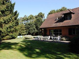 Maison trés confortable située le long du golf.Jardin, terrasse plein sud.Calme.