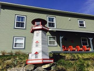Shore Lark by the Sea OCEAN VIEW 2 BEDROOM GUEST HOUSE -15 MINS FROM ST. JOHN'S!