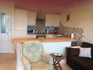Comfortable modern lodge; minutes from the beach