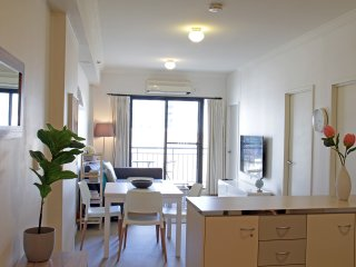 14A Perth West End-Ultimate City Location- 2BM Free Netflix!