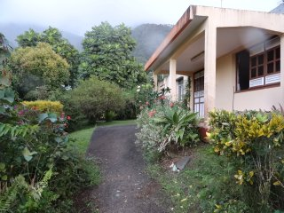 Villa, 3 chambres dans coin calme arbore et fleuri - vue mer et campagne