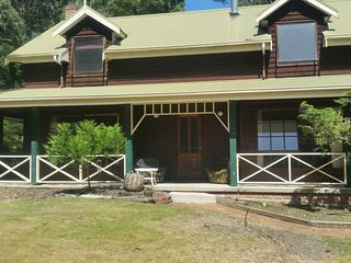 Woodlands Retreat Adventure Bay,Bruny Island Private & Peaceful.500m from beach.