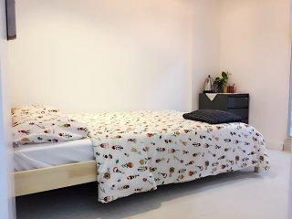 Cozy double-bed studio, 3min walk Tsim Sha Tsui metro, 15 to major attractions