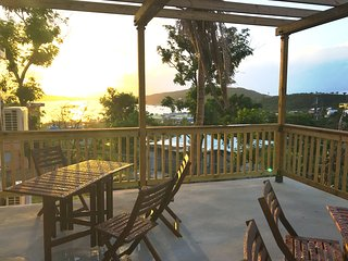 La Pergola - Bay View Patio, WiFi & Hot water!