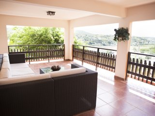 La Vista al Mar - Bay Balcony, WiFi & SmartTV, Hot Water, Beach and bath towels